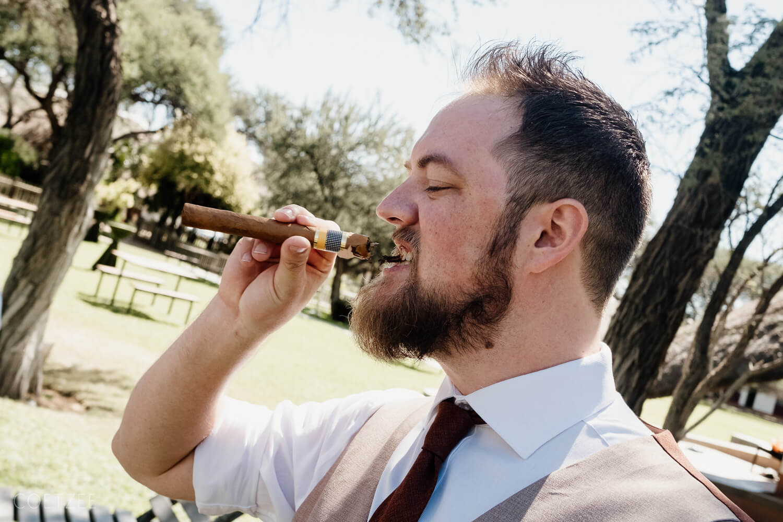 groom cigar